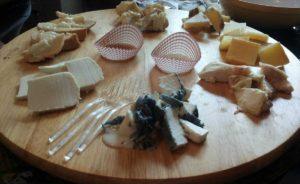 Tagliere di formaggi a Grappolo contro Luppolo