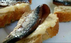 Grappolo Contro Luppolo anchovies appetizer