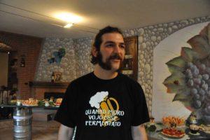 Matteo nel suo locale Grappolo contro Luppolo